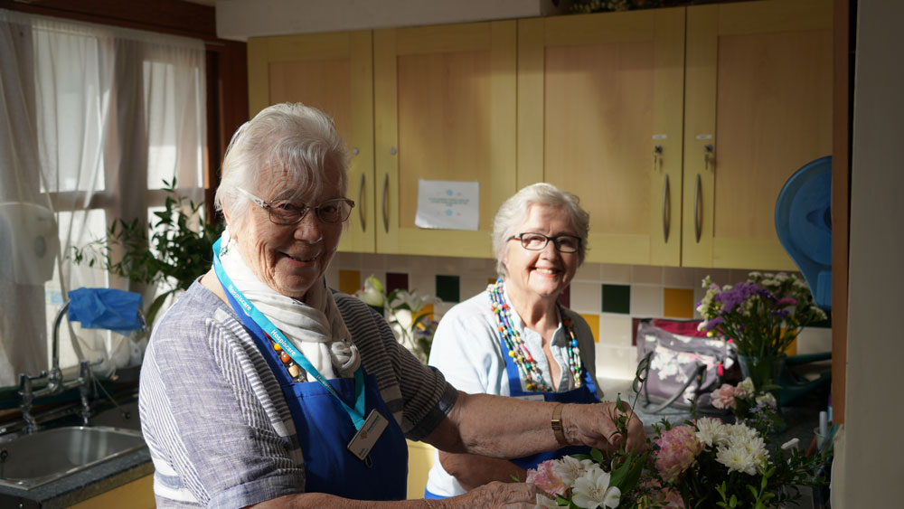 Hospiscare volunteers Mo and Ruth arranging flowers