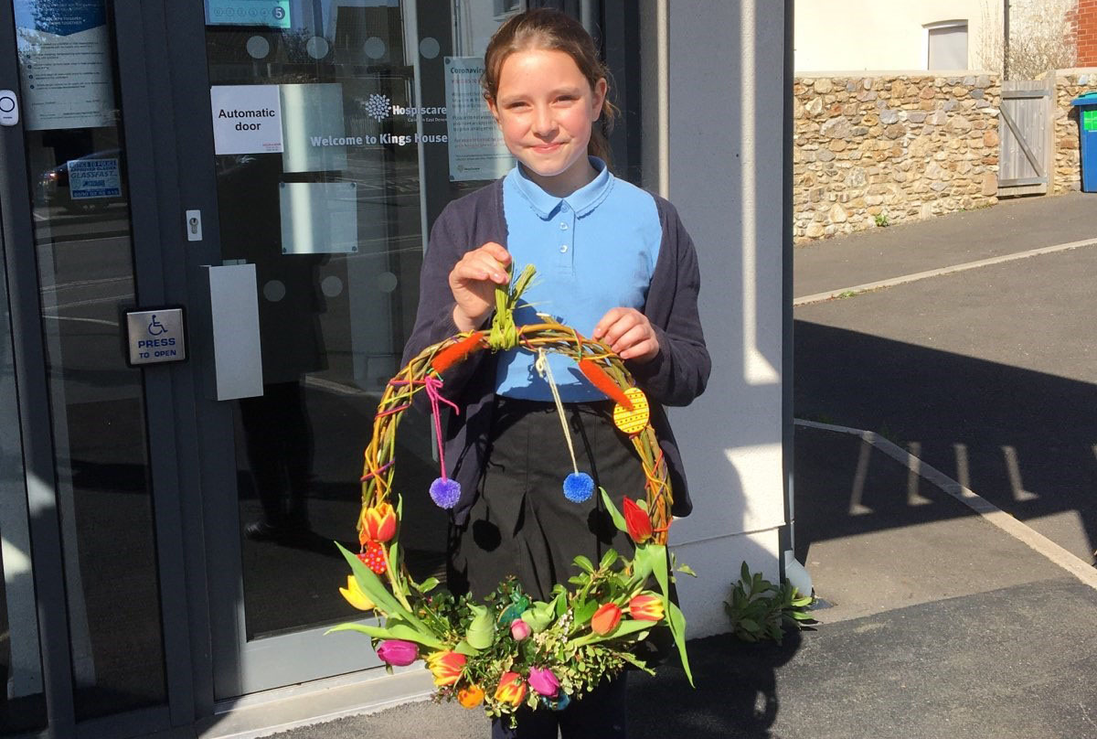 Hospiscare Heroes – From wreath making to head shaves